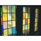 Loja que vende vidros coloridos no Jardim Lusitânia
