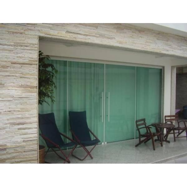 Varanda em Fechamento de Vidro Temperado na Vila Chabilândia - Porta para Lavanderia de Vidro Temperado